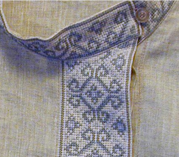 The collar of a tolstovka
