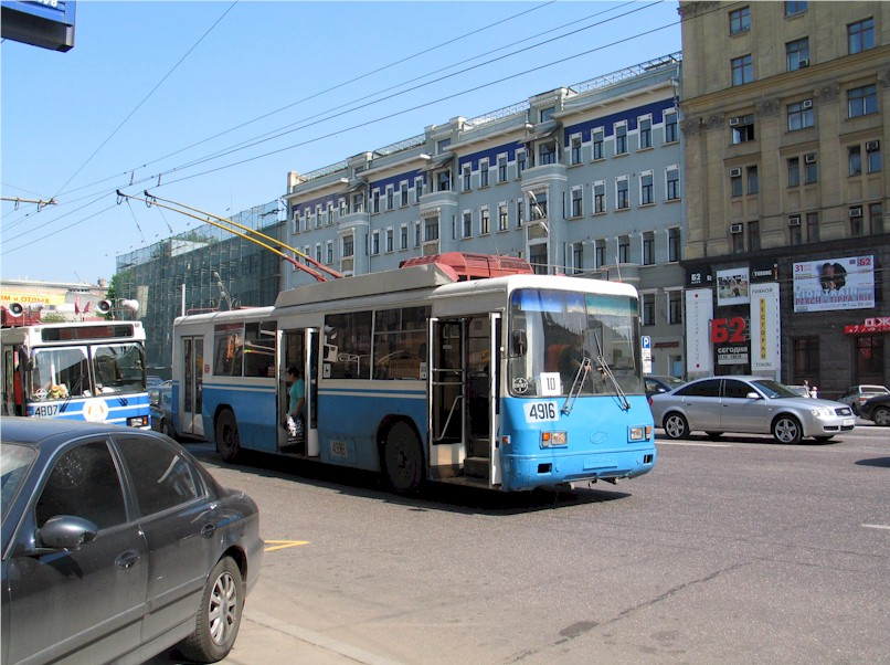 A trolley-bus in today's Moscow